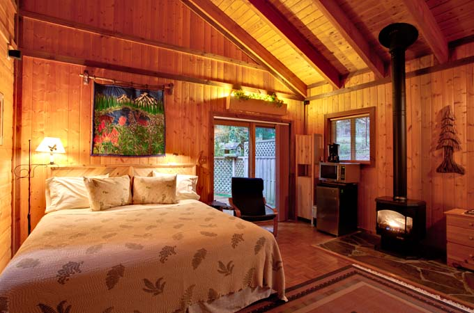 Eagle Cabin Bed Stormking Spa Retreat Mt Rainier