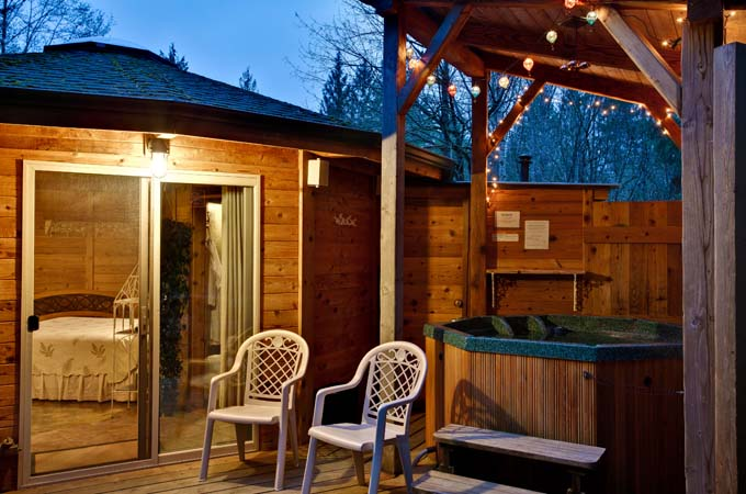 Raven Cabin Deck Hot Tub Stormking Spa Retreat Mt Rainier
