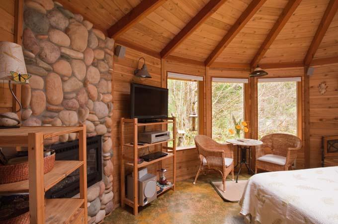 Raven Cabin Inside Stormking Spa Retreat Mt Rainier